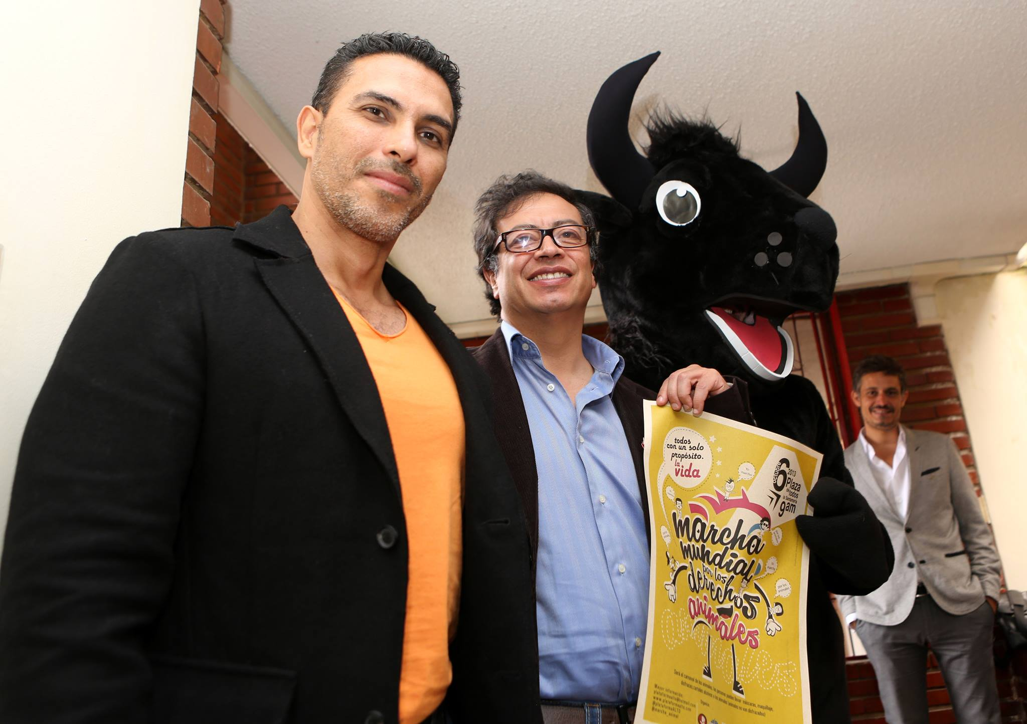 El Alcalde Mayor de Bogotá el día 4 de octubre, día de loa animales .