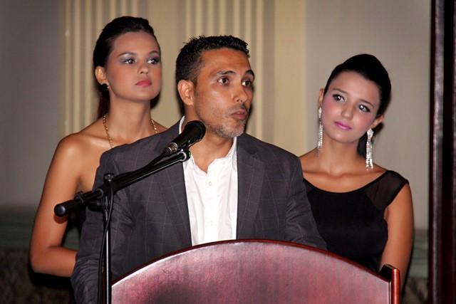 Mauricio Gómez, Director de Defenzoores en compañía de Fernanda Rodríguez, Miss Mundo Caldas y Luisa Villa, Miss Mundo Quindío, quienes presentaron el evento(Foto: Camilo Arango)